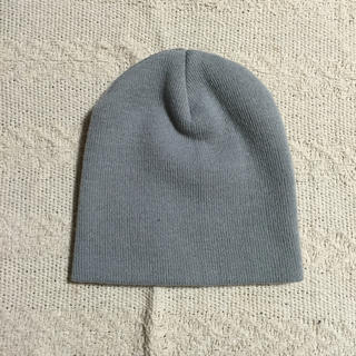 新品グレーニット帽子キャップビーニー防寒スキースノボ(ニット帽/ビーニー)