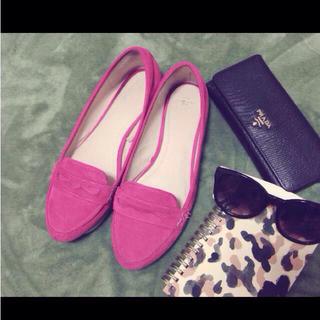 ザラ(ZARA)の( zara )恋愛運に良いピンク色☻(ローファー/革靴)