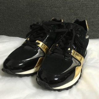 ルイヴィトン(LOUIS VUITTON)の新品同様本物ルイヴィトンモノグラムスニーカー靴24.5cm黒(スニーカー)