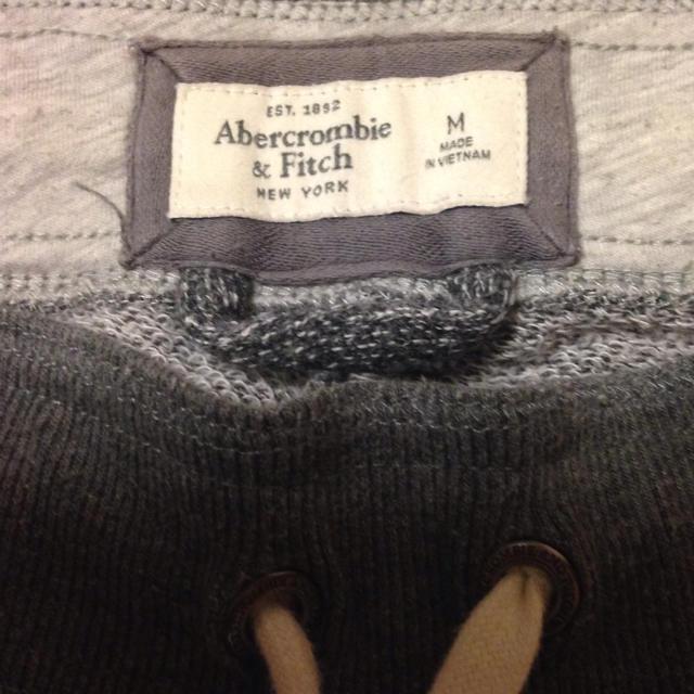 Abercrombie&Fitch(アバクロンビーアンドフィッチ)のアバクロ・スウェット・グレー・Ⓜ︎・売り切りたいですー! メンズのトップス(スウェット)の商品写真