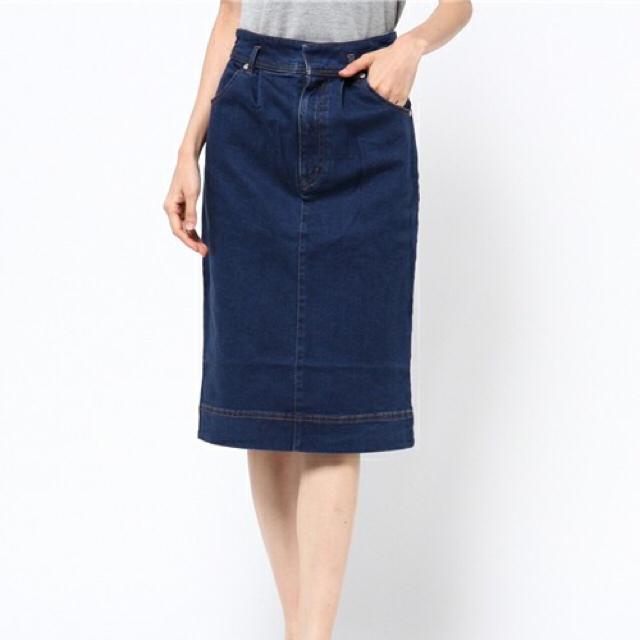 mysty woman(ミスティウーマン)のミスティウーマン ストレッチ膝丈デニムタイトスカート レディースのスカート(ひざ丈スカート)の商品写真