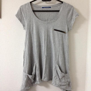 ジエンポリアム(THE EMPORIUM)のグレーTシャツ(Tシャツ(半袖/袖なし))