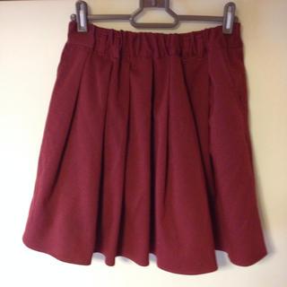 ハニーズ(HONEYS)の赤スカート(ひざ丈スカート)