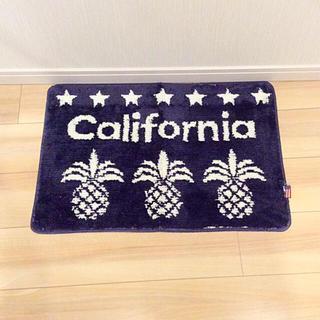 シマムラ(しまむら)の新品☆ カリフォルニア 星条旗 パイナップル 玄関マット バスマット しまむら(バスマット)