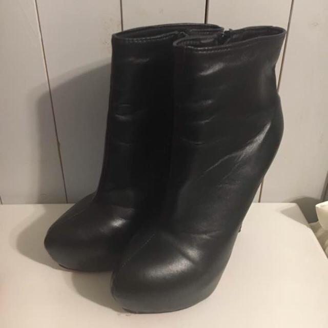 ショートブーツ レザー ブラック 24cm 厚底ブーツ レディースの靴/シューズ(ブーツ)の商品写真