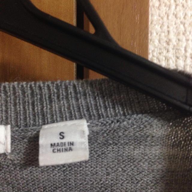 UNIQLO(ユニクロ)のエクストラファインメリノVネックセーター グレー メンズのトップス(ニット/セーター)の商品写真