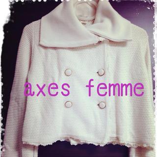 アクシーズファム(axes femme)の白ショートジャケット(ノーカラージャケット)