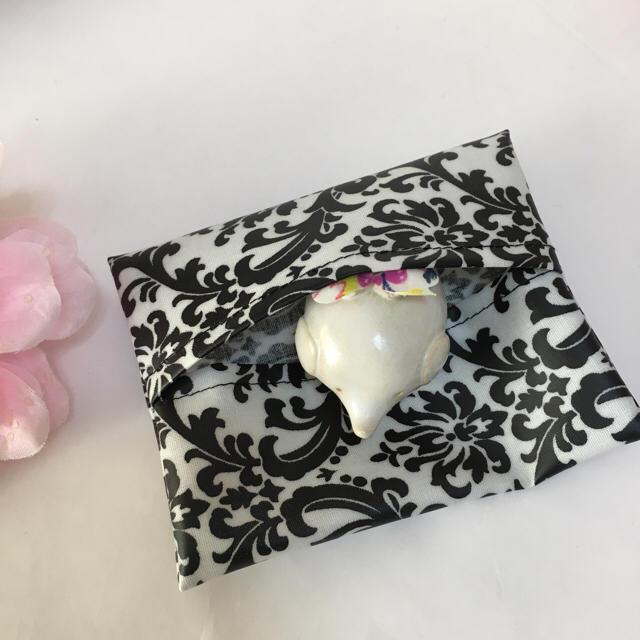 ポケットティッシュカバー ダマスク柄白 ハンドメイドのファッション小物(その他)の商品写真