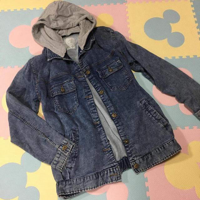 しまむら(シマムラ)のフード付きデニムシャツ レディースのジャケット/アウター(Gジャン/デニムジャケット)の商品写真