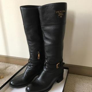プラダ(PRADA)のプラダの黒革のブーツ(正規品)(ブーツ)