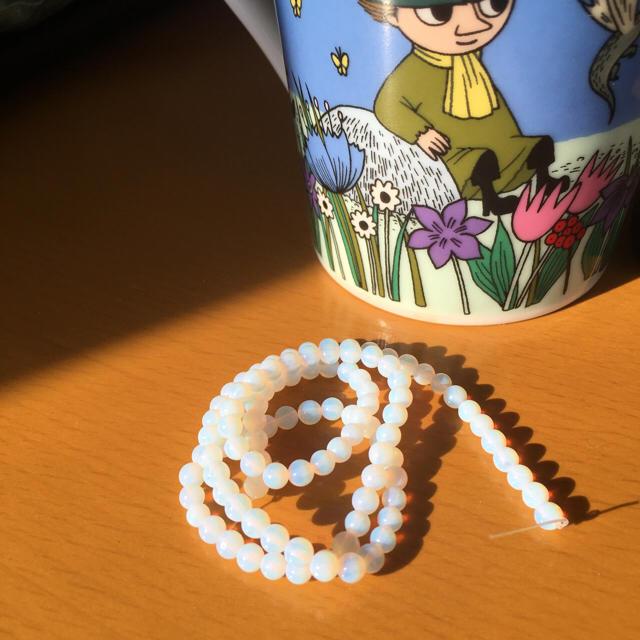 4mm 10粒 ホワイトオパール 天然石 ハンドメイドの素材/材料(各種パーツ)の商品写真