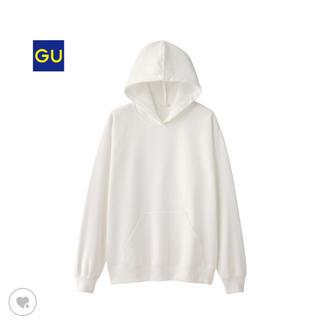 ジーユー(GU)のGU ホワイト パーカー 美品(パーカー)