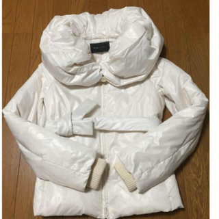 ビーシービージーマックスアズリア(BCBGMAXAZRIA)のBCBGMAXAZRIAダウ白色(ダウンジャケット)