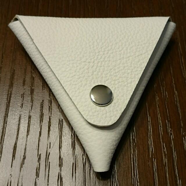 三角形レザーコインケース(ホワイト) ハンドメイドのファッション小物(財布)の商品写真