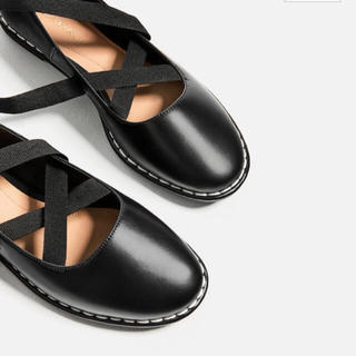 ザラ(ZARA)のザラ♡レースアップバレエシューズ リボン(ローファー/革靴)