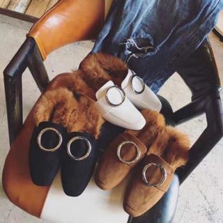 送料無料!!大人気 バブーシュ フープ ファー 韓国ファッション(ローファー/革靴)