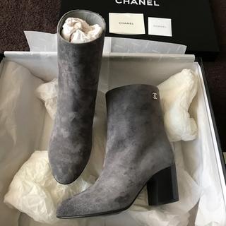 シャネル(CHANEL)の破格出品新品未使用 春ブーツ☆CHANEL直営店シャネルブーツ完売★美しいグレー(ブーツ)