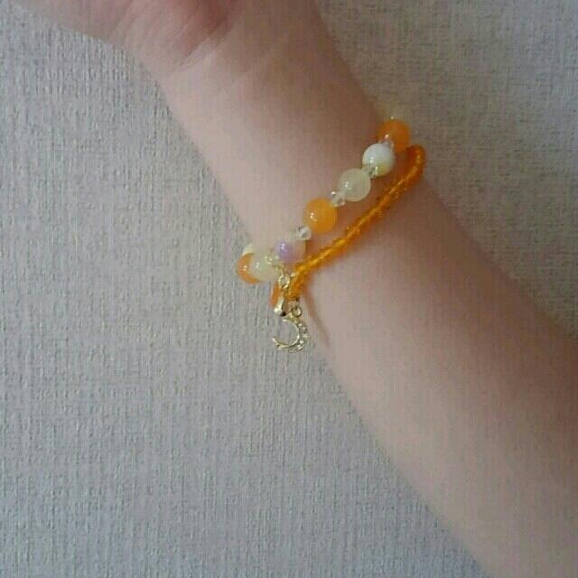 天然石とビーズの2連ブレスレット オレンジ ハンドメイドのアクセサリー(ブレスレット/バングル)の商品写真