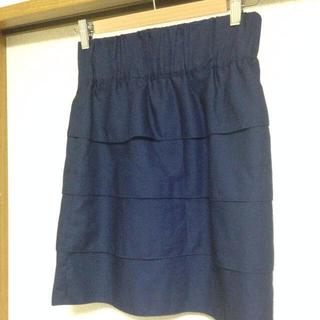 プーラフリーム(pour la frime)のウエストゴムの紺色ティアードスカート(ひざ丈スカート)