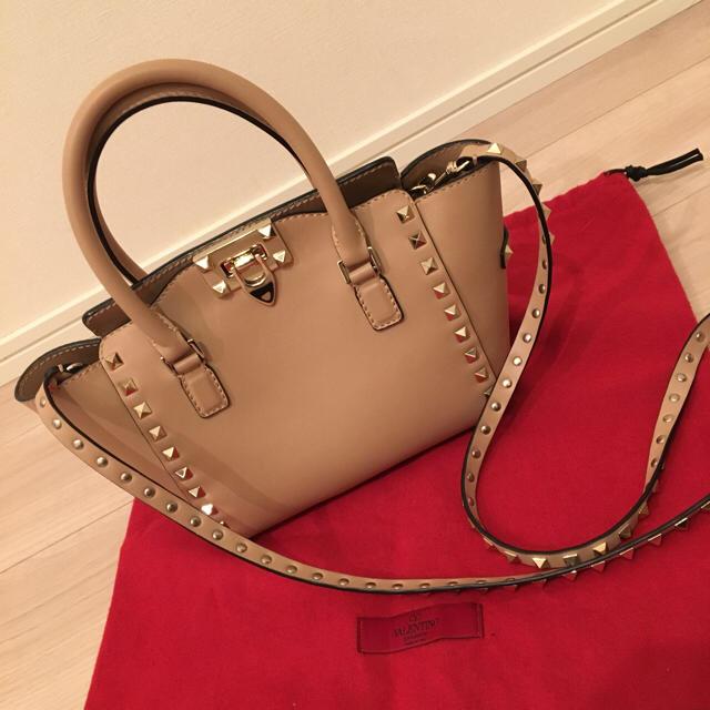 VALENTINO(ヴァレンティノ)の正規‼︎ヴァレンティノ♡ロックスタッズ バッグ レディースのバッグ(ハンドバッグ)の商品写真