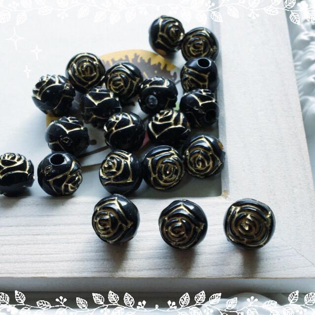(20個)10mm薔薇模様ブラックビーズ ハンドメイドの素材/材料(各種パーツ)の商品写真