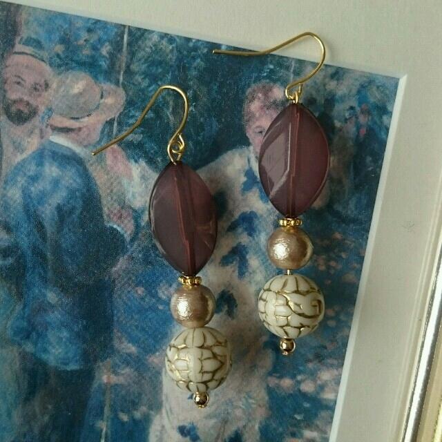 コットンパールとグレーブラックビーズのピアス ハンドメイドのアクセサリー(ピアス)の商品写真