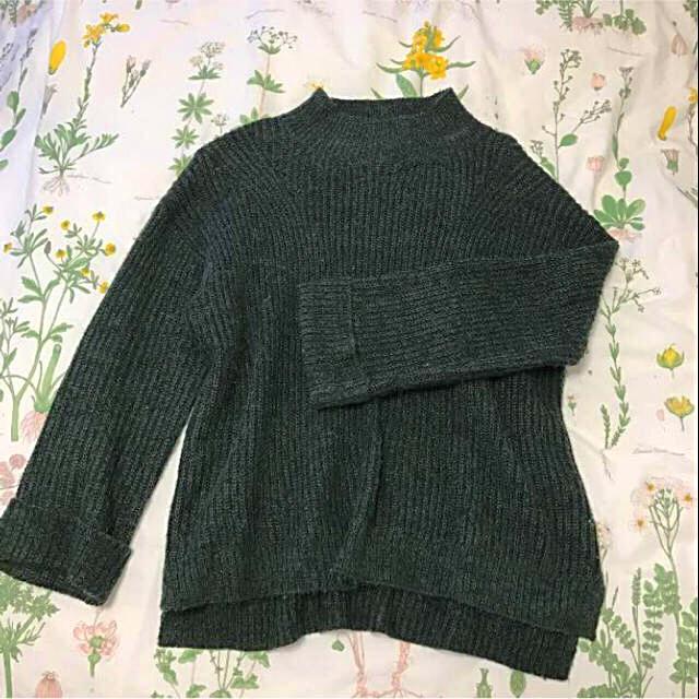 GU(ジーユー)のグリーンニット レディースのトップス(ニット/セーター)の商品写真