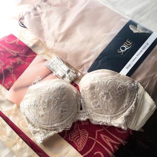 ヴィクトリアズシークレット(Victoria's Secret)の【新品】高級ブライダルインナーSQREの3DレースブラジャーB65(ブライダルインナー)