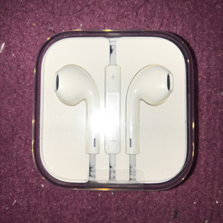 アップル(Apple)のiPhone6  純正イヤホン(ヘッドフォン/イヤフォン)