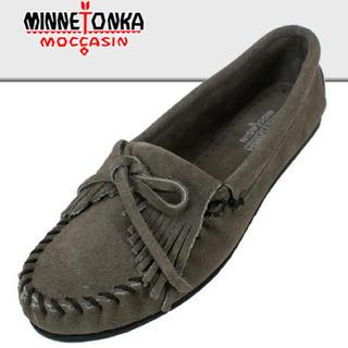 ミネトンカ(Minnetonka)の新品★ミネトンカ★モカシシ★グレー★(ローファー/革靴)