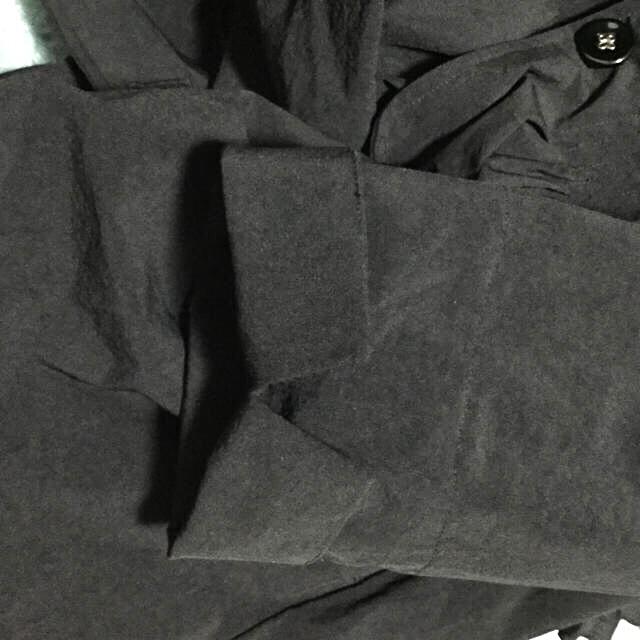 新品  黒の合物コートです レディースのジャケット/アウター(トレンチコート)の商品写真