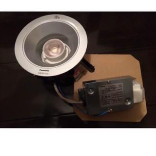 パナソニック(Panasonic)のPanasonic ダウンライト LED LGB72071C 新品 シルバー(天井照明)