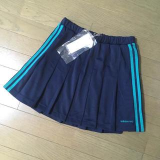 アディダス(adidas)の★新品★adidas 紺×グリーン3本ラインプリーツスコート(ウェア)