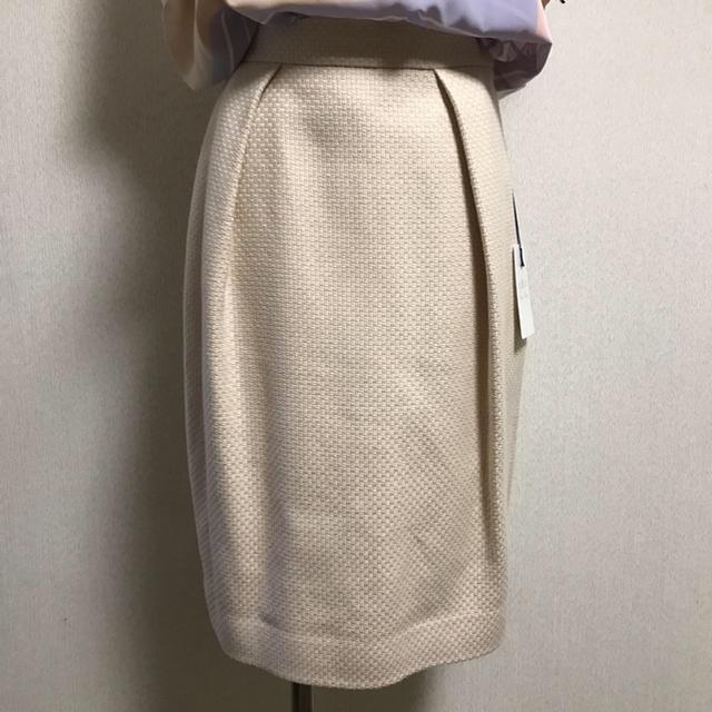 GRACE CONTINENTAL(グレースコンチネンタル)のピンキー様 ドビーバッククロススカート ベージュ レディースのスカート(ひざ丈スカート)の商品写真