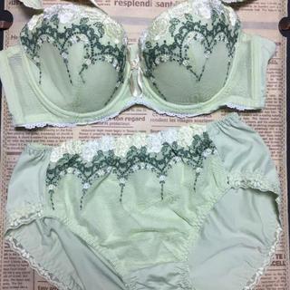 新品 ミドリ豪華刺繍ブラセットD75(ブラ&ショーツセット)