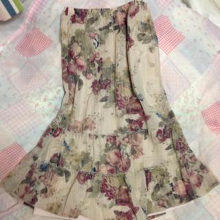 レストローズ(L'EST ROSE)の七部丈スカート(ひざ丈スカート)