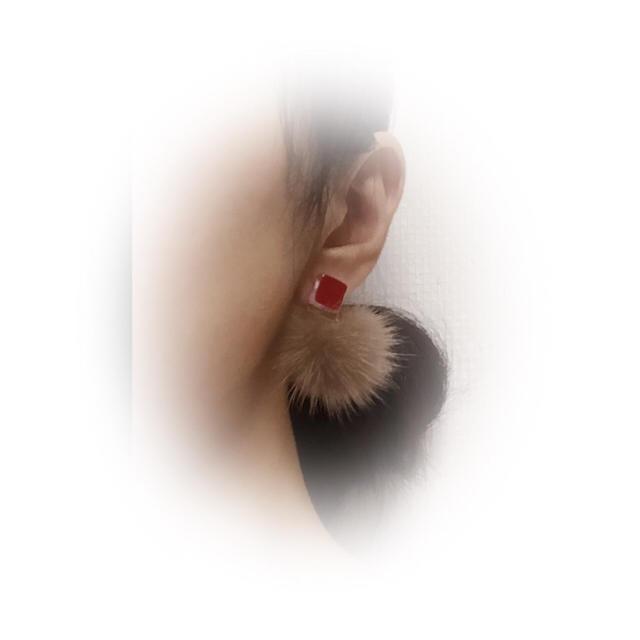 ミンクファーピアス レッド×ショコラ ハンドメイドのアクセサリー(ピアス)の商品写真