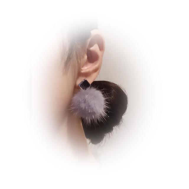 ミンクファーピアス ネイビー×グレー ハンドメイドのアクセサリー(ピアス)の商品写真