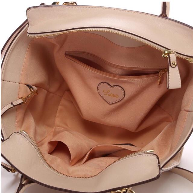 Samantha Vega(サマンサベガ)のSamantha Vega バチェロ 小サイズ ピンクベージュ レディースのバッグ(ハンドバッグ)の商品写真
