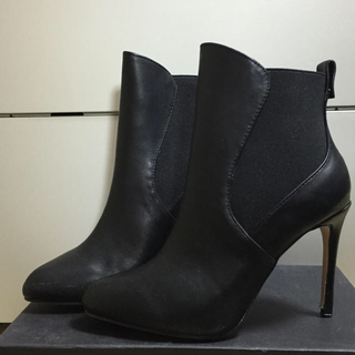 ザラ(ZARA)のZARA   新品未使用  ブーティー  ショートブーツ(ブーツ)