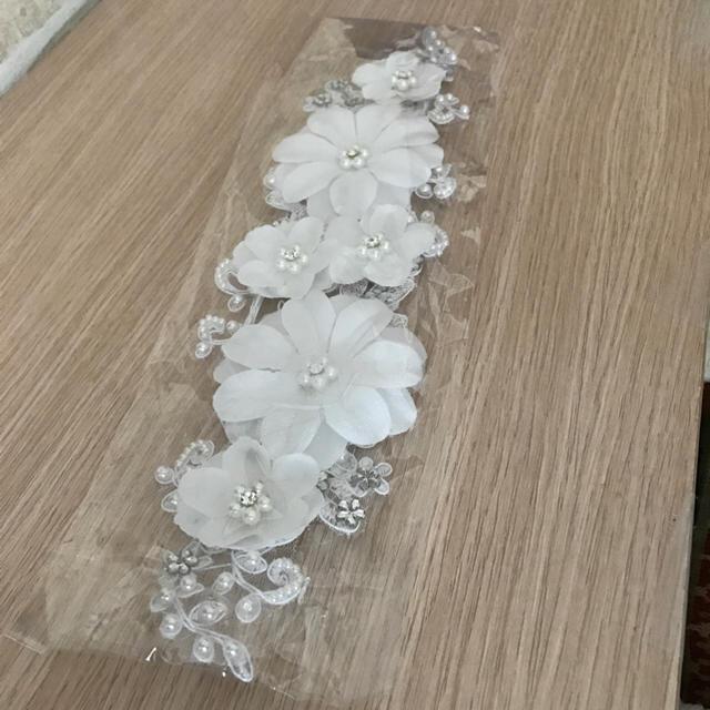 ヘッドドレス カチューシャ★ホワイト 花柄 可愛い レディースのヘアアクセサリー(カチューシャ)の商品写真