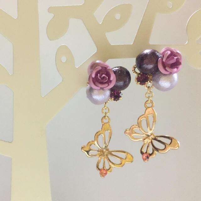春待ち焦がれる花&蝶のピアス《パープル》 ハンドメイドのアクセサリー(ピアス)の商品写真