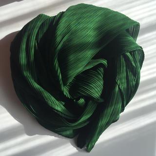 イッセイミヤケ(ISSEY MIYAKE)の新品 未使用 PLEATS PLEASE スカーフ(バンダナ/スカーフ)