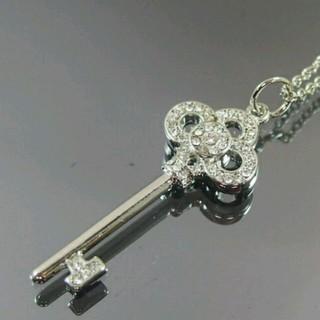 スワロフスキー(SWAROVSKI)のスワロフスキー使用クラウンキーネックレス シルバーカラー(ネックレス)