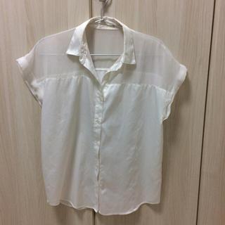 ジーユー(GU)の白のブラウス(シャツ/ブラウス(半袖/袖なし))