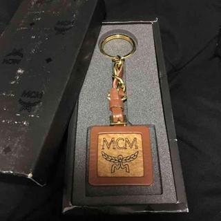 エムシーエム(MCM)のMCM キーホルダー ゴールド(キーホルダー)