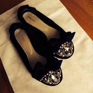 ランダ(RANDA)のビジュー♡リボン フラットシューズ(ローファー/革靴)
