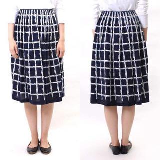 ミナペルホネン(mina perhonen)のミナペルホネン 刺繍 チェック スカート 40 ネイビー(ひざ丈スカート)