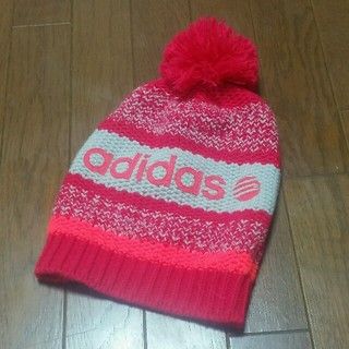 アディダス(adidas)のアディダス❕colorfulピンクボンボンニット帽🎵(ニット帽/ビーニー)