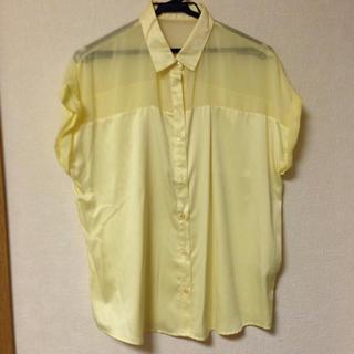 ジーユー(GU)の肩シースルー☆半袖シャツ☆未使用品(シャツ/ブラウス(半袖/袖なし))